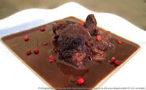 cuisiner le kangourou civet de biche doucement mijoté et sa sauce veloutée les épices