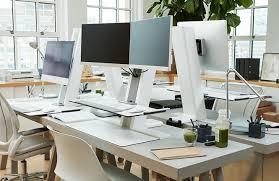 travailler dans un bureau d 騁ude quickstand solution bureau assis debout manuelle humanscale