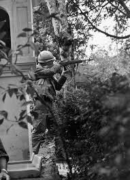 u s marine in hue during the tet offensive jan feb 1968
