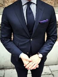 how to wear a white and navy vertical striped dress shirt with
