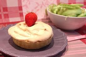 pour ceux qui aiment cuisiner tartelettes meringuées fraise rhubarbe pour ceux qui aiment