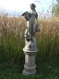 statues de jardin en pierre hercules sur grande colonne main en pierre pour décoration de