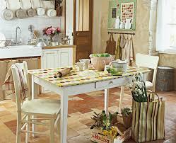 decorer une cuisine une toile cirée pour décorer sa cuisine