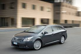 toyota avensis tourer review 2009 2015 parkers