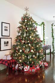 Best Way To Decorate A Christmas Tree Christmas Tree Decorating Ideas Southern Living