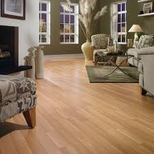 the light cherry laminate flooring decorated in the living room