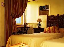 chambre d hote venasque chambres d hôtes la maison aux volets bleus chambres d hôtes à