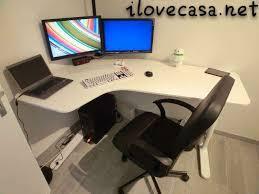 ikea scrivanie pc postazione pc scrivania poltrona ikea e supporto multi monitor con