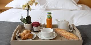 chambre et petit dejeuner plateau petit dejeuner lit style photo de décoration extérieure et