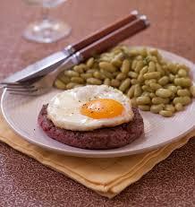 cuisiner steak haché steak à cheval avec oeuf au plat les meilleures recettes