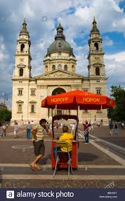 sightseeing tour information booth in front of szent istvan
