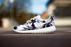best black friday deals running shoes 96 best nike roshe run black friday images on pinterest nike