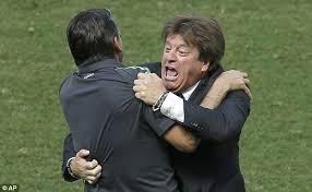 2 1 mexico klaas jan huntelaar scores late penalty to put