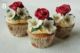 wedding cupcakes christmas wedding cakes cake magazine