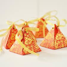 unique boxes gold and pyramid shape unique wedding favor boxes
