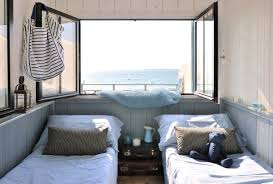 tissu bord de mer cabane en bois un cabanon de pêcheur transformé en maisonnette