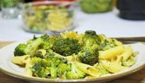 cuisiner brocolis poêlée de brocolis chèvre et sésame le recettes des paniers bio