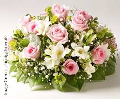 Traditional Flower Arrangement - role of floral power in interior decorations bonito designs