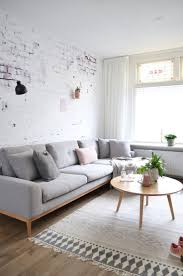 Pictures Of Simple Living Rooms by Best 25 Minimalist Living Room Paint Ideas On Pinterest
