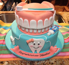 obsessed with this dental hygiene graduation cake