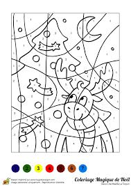 Dessin à colorier dun sapin et dun renne de Noël