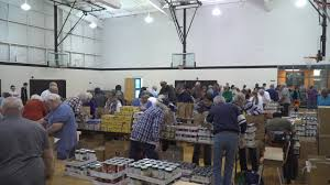 volunteers assemble 1 000 thanksgiving baskets for needy familie