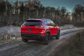turbo jeep cherokee 2019 jeep cherokee debuts at detroit 2 0 turbo confirmed