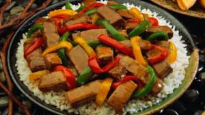 comment cuisiner au wok comment faire un wok de boeuf aux poivrons rouges plats