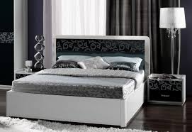 Wandfarbe Schlafzimmer Graues Bett Funvit Com Wohnzimmer Farbe