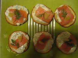 canape saumon canapés apéritifs express et légers au saumon fumé fromage blanc à