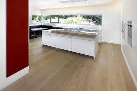 parkett in der küche landhausdielen villa in modernen villa parkett eiche hell