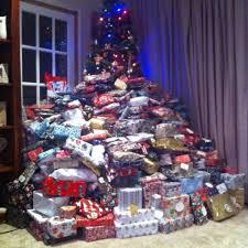 Christmas Gifts For Volunteers Emma Tapping U0027s Christmas Tree Draws Backlash Christmas Day