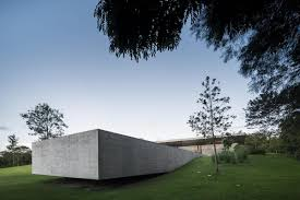 One Story Houses One Story House Sandwiched Between Two Concrete Slabs