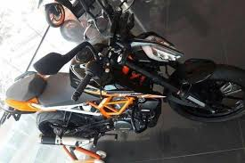 ktm 390 duke spotted with a new black paint job at dealership