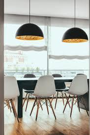 Esszimmer Modern Weiss Chesterfield Sofa Und Einsatz Von Holz In Moderner Wohnung
