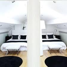 chambres sous combles deco chambre sous comble amenagement comble parquet en bois clair