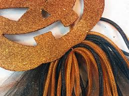 How To Make Halloween Wreath With Mesh by Diy Halloween Wreath U2013 Dollar Store Door Decor