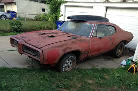old rusty cars rusty old goat 1968 pontiac gto http barnfinds com rusty old