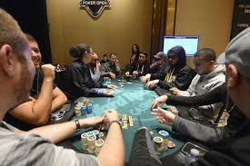 6 seat poker table main event 10 handed final table lineup seminole hard rock