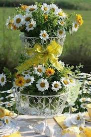 Daisy Centerpiece Ideas by Brighten Up Daisy Centerpieces With Lemons Or Tulips So Cute For