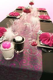 dã coration de table de mariage une nouvelle décoration de table en noir et fuchsia décoration