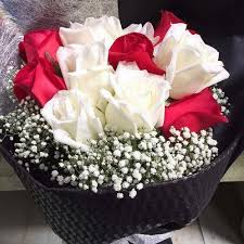 roses bouquet mixed and white roses bouquet giftr malaysia s leading