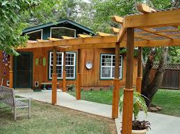 How To Build A Pergola Attached To House by Best 25 Covered Walkway Ideas On Pinterest Carriage House