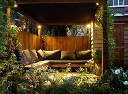 tuinontwerp met steigerhouten meubels steigerhouten stadstuin
