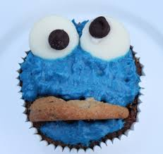 cookie monster cupcakes with blue buttercream frosting itsy