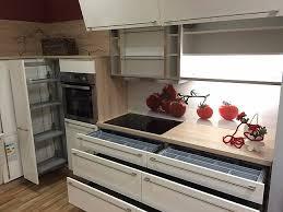 apothekerschrank k che nobilia musterküche hightech küche apothekerschrank l