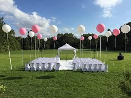 cã rã monie mariage laique des ballons géants pour une cérémonie en extérieur décoration