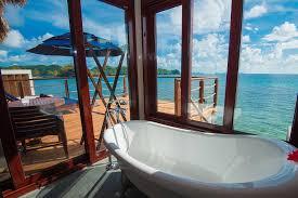chambre sur pilotis de superbes bungalows sur pilotis aux palaos