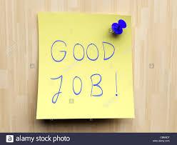post it sur bureau petit post it jaune sur un bureau d affichage en liège bon travail
