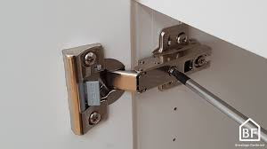 charniere porte cuisine réglage charnière ikea régler porte de placard bricolage facile